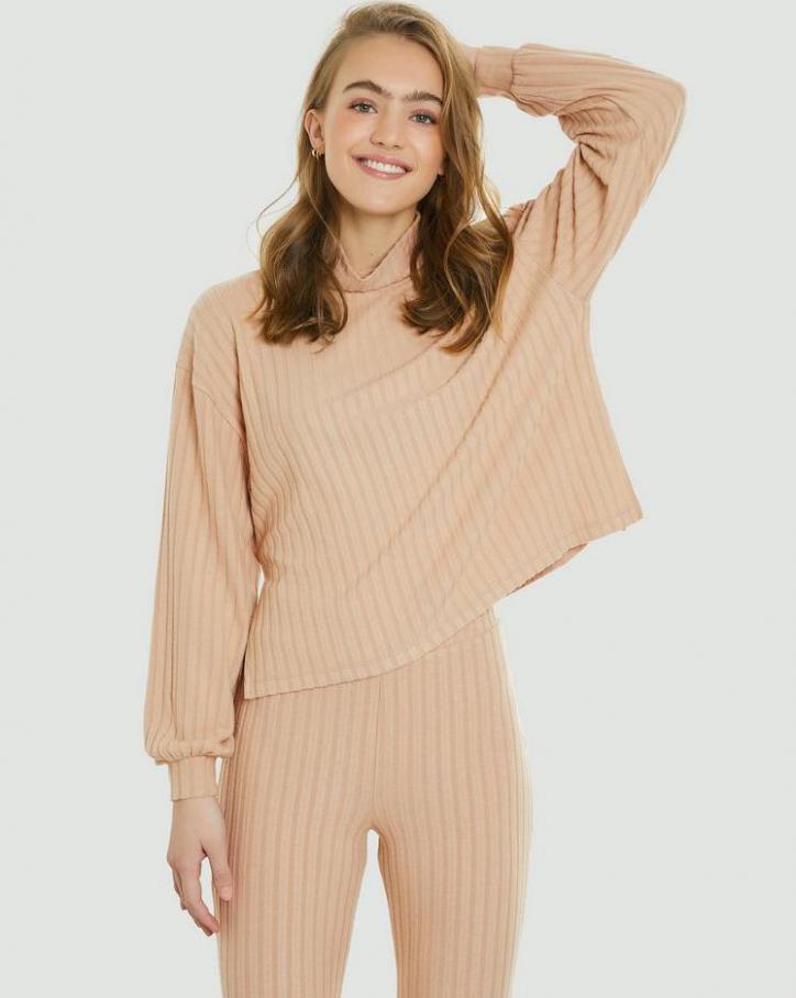 Loungewear Kollection. Page 30